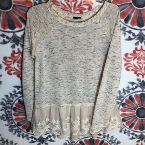 Tops - Beautiful blouse with ruffle